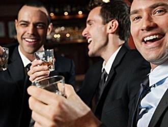 牛津大学的研究成果:男性每周至少要和朋友喝两次酒