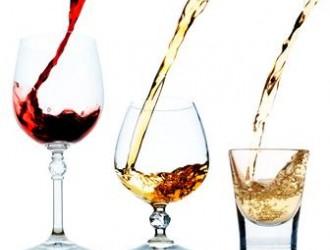 新闻实验室:碱粉和白醋鉴别真假葡萄酒